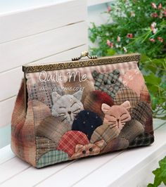 Japanese patchwork bag with cute cats! Would be nice to do in a quilt also.