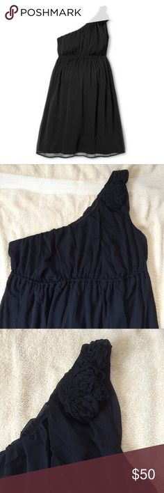 One Shoulder Black Dress NWOT Stunning one shoulder black dress. The dress has rosettes on the shoulder strap. Dresses One Shoulder