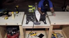 DIY Mobile & Modular Workbench To Bring Your Shop to the Next Level – Gadgets and Grain Garage Workbench Plans, Building A Workbench, Workbench Designs, Mobile Workbench, Woodworking Bench Plans, Woodworking Workbench, Woodworking Projects Diy, Diy Wood Projects, Woodworking Shop