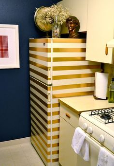 A Gold Striped Fridge (made of duct tape!) from Rachel Schultz. Or would it look like a fridge with duct tape on it? Diy Home Decor For Apartments, Rental Apartments, My First Apartment, Apartment Living, Studio Apartment, Apartment Ideas, Papel Contact, Contact Paper, Decoration Chic