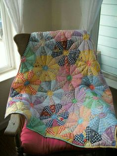 Gingham is so pretty in this cozy quilt. http://bernapatch.over-blog.com/article-grands-hexagones-bicolores-1-123321086.html  UPDATE: We found a pattern for this quilt. You'll find the details here (click this link and scroll to the link in the yellow box): http://quiltingdigest.com/this-quilt-brings-a-flower-garden-inside/