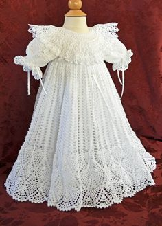 Blanco de bautizo / bendición vestido y Slip por CherryHillCrochet Love this one for stella but without the extended collar. Too busy with the detailed hem.