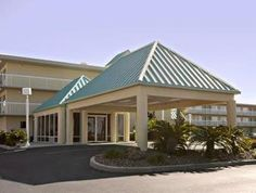 Gulf Breeze (FL) Days Inn Pensacola Beachfront United States, North America Set in a prime location of Gulf Breeze (FL), Days Inn Pensacola Beachfront puts everything the city has to offer just outside your doorstep. Both business travelers and tourists can enjoy the hotel's facilities and services. Take advantage of the hotel's free Wi-Fi in all rooms, 24-hour front desk, business center, family room, newspapers. Each guestroom is elegantly furnished and equipped with handy a...