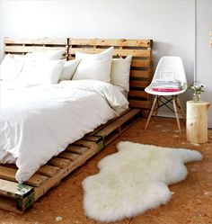 Try these 100 DIY pallet bed frame ideas to Inspire your daily pallet wood recycling to make easy pallet projects! Try to get free pallets to make your bed! Bed Furniture, Pallet Furniture, Furniture Ideas, Cheap Furniture, Office Furniture, Furniture Design, Decoracion Low Cost, Diy Pallet Bed, Pallet Bedframe