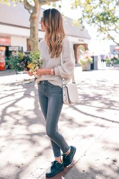 balayage-hair-paige-skinny-jeans-nike-sneakers-wildflower-fall-bouquet-prosecco-and-plaid