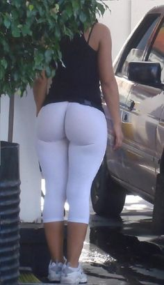 Kourtney Kardashian in White Yoga Pants