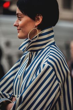 london fashion week 2018 street style moda tendencias The post london fashion week 2018 street style moda tendencias appeared first on street. London Fashion Weeks, London Fashion Week 2018 Street Style, Look Fashion, Urban Fashion, Fashion Outfits, Fashion Design, Fashion Trends, Fashion Mode, Fashion Hacks