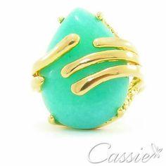 Anel Pietra Serena folheado a ouro com pedra natural verde.  Temos também no Rosa, Laranja e no Rosa claro.   www.cassie.com.br  ╔══════════  ═════════╗ #Cassie #semijoias #acessórios #moda #fashion #estilo #inspiração #tendências #trends #brincos #aneldefalange #love #pulseirismo #zircônias #folheado #dourado #colar #pulseiras #berloques #coroa #charms #maxibrinco #anellove # # #