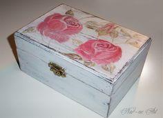 Holzkästchen in weiß mit Rosenmotiv von Nad-ne Art auf DaWanda.com