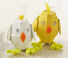 Upcycle your egg boxes to make these adorable egg box Easter chicks #upcycle #Easter #KidsCarft