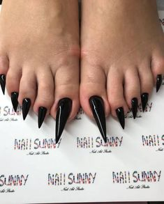 The Stir-People Are Rocking Extra Long Toe Nails This Summer & It's . a Look - The Stir-People Are Rocking Extra Long Toe Nails This Summer & It's … a Look - Acrylic Toe Nails, Black Coffin Nails, Matte Black Nails, Red Nails, Short Nail Designs, Toe Nail Designs, Perfect Nails, Gorgeous Nails, Natural Looking Nails
