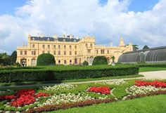 The Most Beautiful Czech Castle Gardens Great Places, Beautiful Places, Rose Trees, Formal Gardens, Czech Republic, Around The Worlds, Tours, Mansions, Park