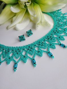 This Pin was discovered by kam Beading Projects, Beading Tutorials, Beading Patterns, Bead Jewellery, Seed Bead Jewelry, Seed Beads, Jewelry Necklaces, Motifs Perler, Beaded Necklace Patterns