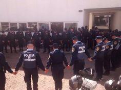 Policías argentinos publicaron en Facebook foto de su rezo matutino y automáticamente se volvió viral