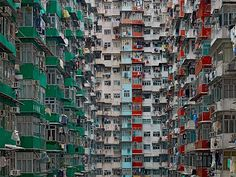 Apartments in densely populated Hong Kong | Foreign Policy Magazine