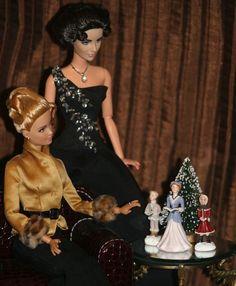Barbie Doll Size Christmas decor Carolling Trio and Tree! NEW