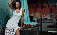 Once again Brazilian fashion label Morena Rosa tapped supermodel Isabeli Fontana (Women) as the star of their campaign, this time for summer 2015 collection. Isabeli Fontana, Women Laughing, Brazilian Women, 90s Models, Denim Trends, Fashion Labels, Spring Summer 2015, Boho Outfits, Editorial Fashion