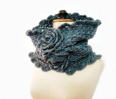 Grey_chunky_crochet_cowl_small2