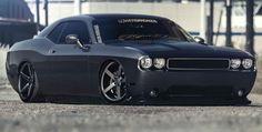 Lowered Dodge Challenger on Vossen VVS-CV3 > Constructeur : Dodge - Supercharged