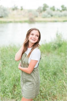 How To Pose For Pictures, Country Senior Pictures, Senior Pictures Sports, Senior Photos Girls, Senior Girls, Girl Photos, Senior Portraits Girl, Senior Girl Poses, Senior Session