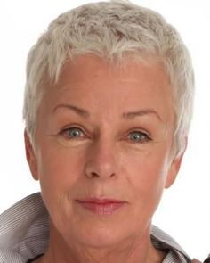 heel kort haar Very short pixie style over 60 Short Hair Over 60, Short Hair Older Women, Short Grey Hair, Short Hairstyles For Women, Short Hair Cuts For Women Over 50, Short Blonde Pixie, Over 60 Hairstyles, Short Spiky Hairstyles, Bandana Hairstyles