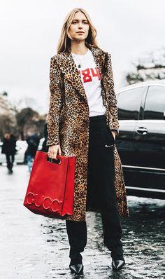 Manteau léopard et sac Gucci