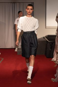 Symonds Pearmain Spring 2020 Ready-to-Wear Fashion Show - Vogue Knitwear Fashion, Knit Fashion, Live Fashion, Fashion 2020, Ladies Fashion, Vogue Paris, Backstage, Singer Fashion, Vogue Mexico