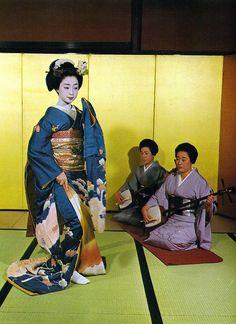 Mineko Iwasaki as a maiko by MIEGIKU on Flickr