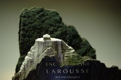 Escultura en libros hecha por Guy Laramee
