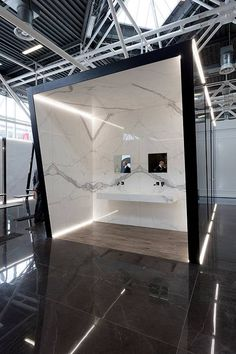 Fiandre at cersaie a different point of view - News Fiandre Showroom Interior Design, Tile Showroom, Furniture Showroom, Showroom Ideas, Beautiful Interior Design, Beautiful Interiors, Bathroom Showrooms, Ideal Bathrooms, Tile Stores