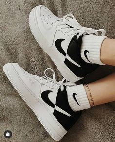 on Instagram: Nike Air Force 1 07 NBA Compralas ya en:   [LINK EN BIO] - - - - - - - #balenciagasneakers #balenciagatriples Nike clothes Nike-clothes Fred perry Celebrity style Celebrities Tennis fashion Heidi klum Designer clothing American eagle outfitters Charlotte russe Chanel spring Stella mccartney Donna karan Nina ricci Christian siriano Celebrity closets Sneaker Shop, Sneaker Trend, Sneakers Mode, Sneakers Fashion, Puma Sneakers, Wedge Sneakers, Fashion Outfits, Fashion Tips, High Top Sneakers