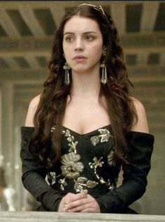 Reign Fashion, Fashion Tv, Love Fashion, Queen Mary Reign, Mary Queen Of Scots, Reign Dresses, Oscar Dresses, Mary Stuart, Queen Mary