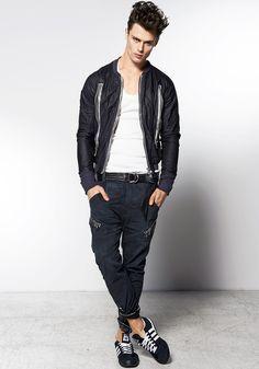 Kurtka OPERA OPEN BACK LEATHER BOY: http://robertkupisz.com/pl/shop/products/kurtka-opera-open-back-leather-boy?variant=color_navy