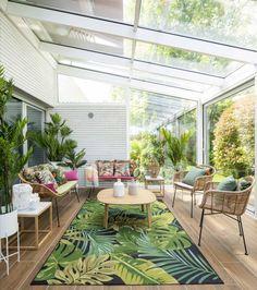 Patio 25 Cozy Sunroom Decor Ideas With Tropical Theme Interior Tropical, Tropical Patio, Tropical Home Decor, Patio Interior, Tropical Houses, Tropical Outdoor Decor, Tropical House Design, Tropical Colors, Interior Design