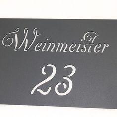 Wandschild mit Hausnummer und Familiennamen wahlweise auch beleuchtet
