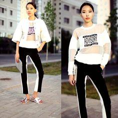 Front Row Shop Denim Jacket, Sheinside Sweatshirt, Choies Pants, Straivarius Sandals, Zara Clutch