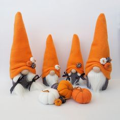 Christmas Fabric Crafts, Fall Crafts, Diy And Crafts, Holiday Crafts, Halloween Pumpkins, Fall Halloween, Halloween Crafts, Tiny Dolls, Gnomes