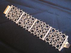 bracciale lavorato usando la tecnica del chiacchierino bracciale filo in lamè argento,chiusura in argento chiacchierino,peyote