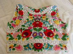 Kalocsa Hungarian Embroidery, Folk Embroidery, Embroidery Stitches, Embroidery Patterns, Mexican Embroidered Dress, Sew On Patches, Floral Motif, Colorful Fashion, Hungary