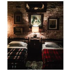 """""""Throwback to sharing your room.. #twinbeds #siblings #sharing #antiques #vintage #plaid #wool #gunmetalblack #rustic #cabin #cozy #americanhatfield…"""""""
