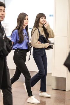 Wallpaper all member blackpink # Random # amreading # books # wattpad Kpop Fashion Outfits, Blackpink Fashion, Asian Fashion, Casual Outfits, Cute Outfits, Korean Outfits Kpop, Korean Airport Fashion, Kpop Mode, Mode Rose