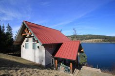 Beautiful Lake house on Coeur d'Alene Lake! 100 Ft of deep water frontage! Built in 2009, 1 bedroom, 1.5 bath with large open loft area, will sleep 6-8 people comfortably. Large covered front entry and deck, beautiful tile work, propane fireplace, large windows to bring in the amazing views and lots of natural lighting, boat dock with power, infrared water purifying system, close to town and boat launches, good parking and private gated road.