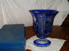 Vase cristal de Lorraine est en vente sur notre Brocante en ligne par jacky Plus de photos et contact à cette adresse : http://www.lesbrocanteurs.fr/annonce-antiquaire/vase-cristal-de-lorraine/