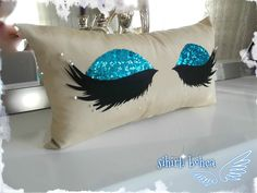 sihirli bohça kirpik yastık Felt Crafts, Diy And Crafts, Arts And Crafts, Diy Pillows, Decorative Throw Pillows, Eyelash Pillow, Cute Quilts, Craft Desk, Little Girl Rooms