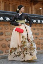 korean traditional hair accessory for women queen hanbok dduljam Korean Traditional Dress, Traditional Fashion, Traditional Dresses, Wedding Dresses Plus Size, Prom Dresses, Orientation Outfit, Korea Dress, Indiana, Modern Hanbok