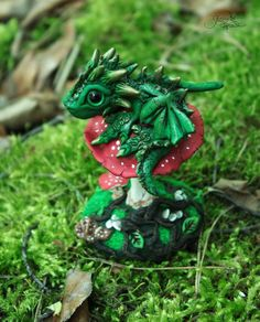 Forest baby dragon sculpture - dragon figure - fantasy - mushroom - fly agaric - green dragon - ooak figure - polymer clay - fairy by GloriosaArt