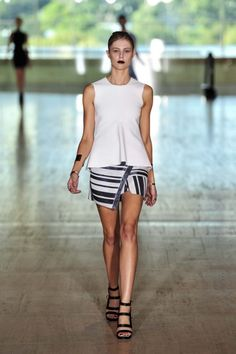 Lisa Ho Ready-to-Wear S/S 2013/14 gallery - Vogue Australia