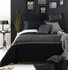 Black And White Bedroom: black walls and bedding Black And Grey Bedroom, Black Bedroom Design, Black Bedroom Decor, Decoration Bedroom, Gray Bedroom, Home Decor Bedroom, Bedroom Wall, Bedroom Ideas, Bedroom Designs