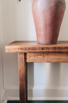 Diy Wood Bench, Rustic Bench, Wood Benches, Wood Projects For Beginners, Easy Wood Projects, Cheap Benches, Brown Furniture, Wood Pieces, Wood Crafts