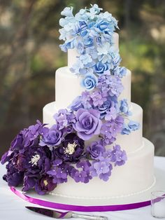 Ombre Blue and Purple Wedding Cake , Ombre Blau und Lila Hochzeitstorte, Blue Purple Wedding, Purple Wedding Cakes, Wedding Cake Photos, Wedding Cake Designs, Wedding Cake Toppers, Plum Purple, Dusty Blue, Purple Wedding Themes, Navy Blue